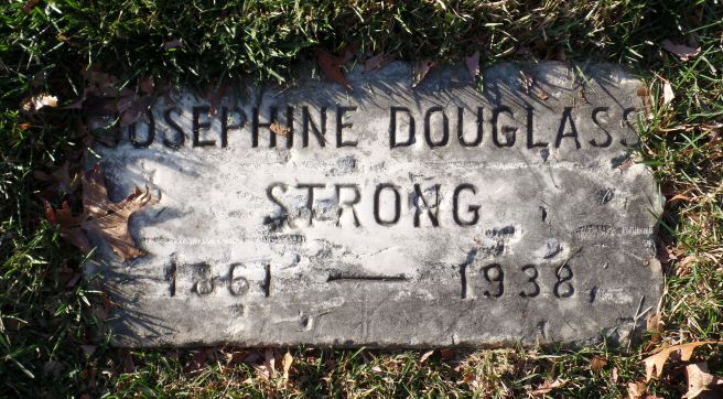The gravestone for Josephine Douglass Strong in Arlington National Cemetery